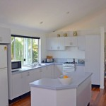 Kitchen with island bench - Rifle Range Road Bangalow